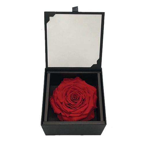 rose éternelle rouge dans boite noire avec message personnel